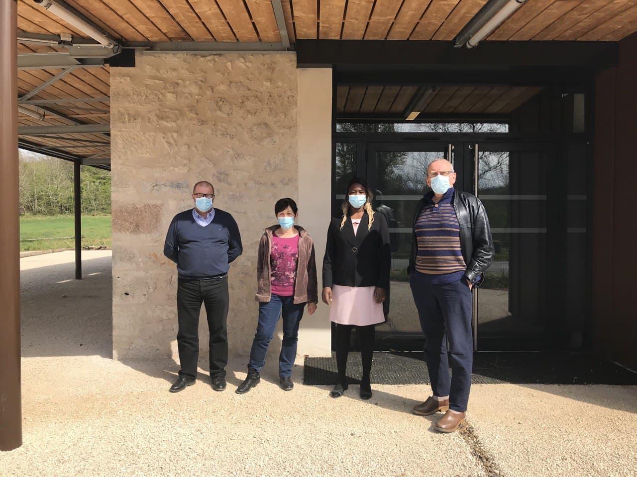 Cénevières : Huguette Tiegna rencontre les élus